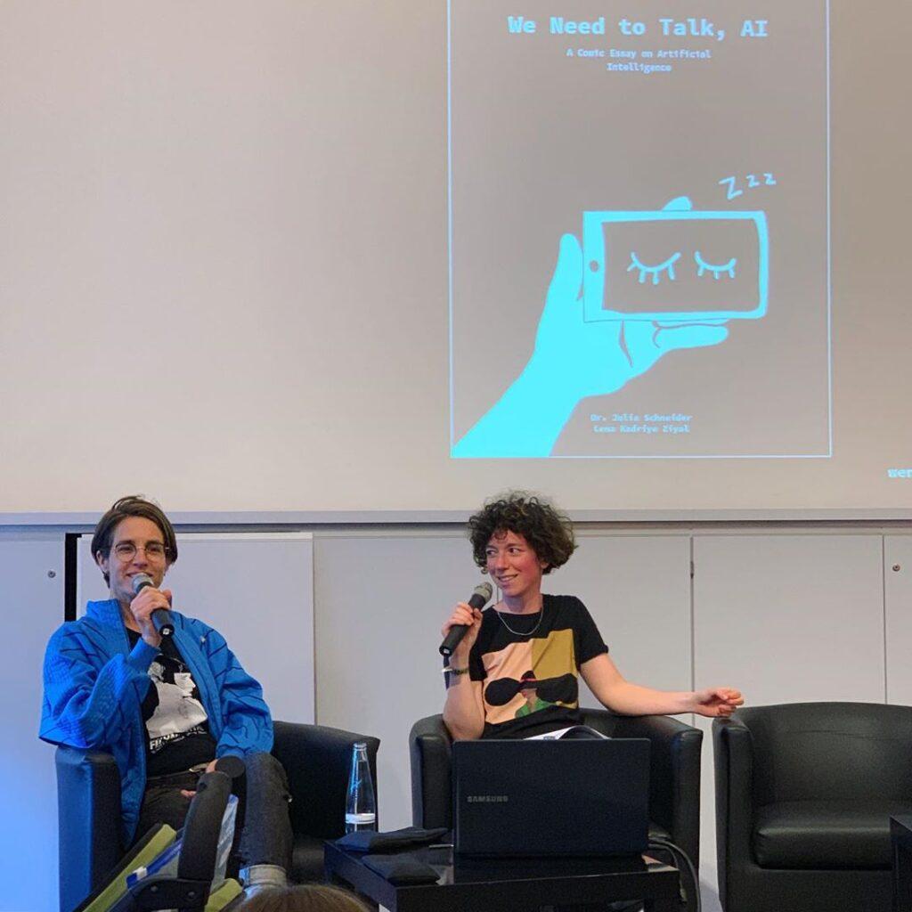 """Julia Schneider und Lena Ziyal bei ihrem Talk zu """"We need to talk, AI"""""""